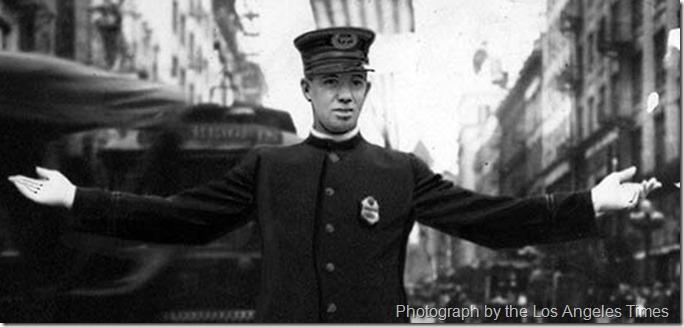 1915_traffic_cop_LAT