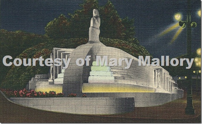 Hollywood_bowl_statue_Postcard_mary_mallory