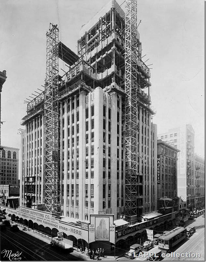 Eastern_Columbia_Building_during_construction